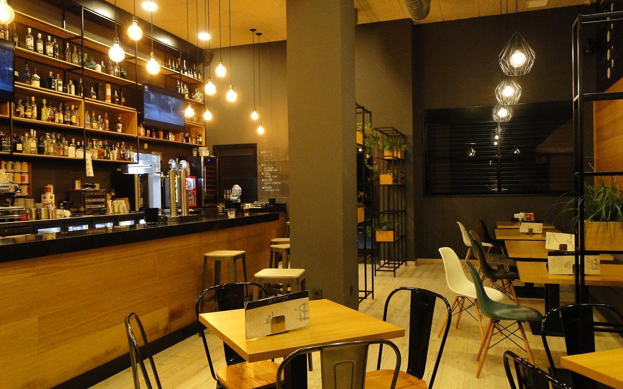 Interior cafetería Arrecendo Avenida Tarrio Fene