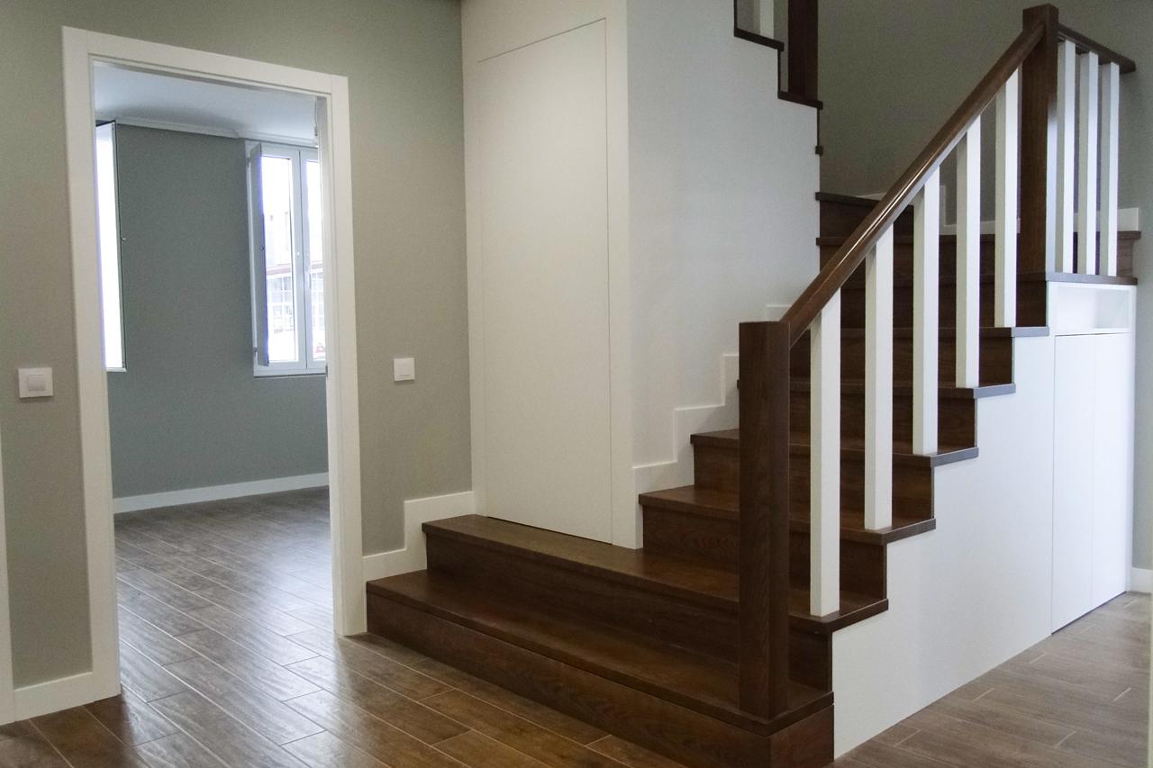 Escaleras interiores Rehabilitación San Sadurniño