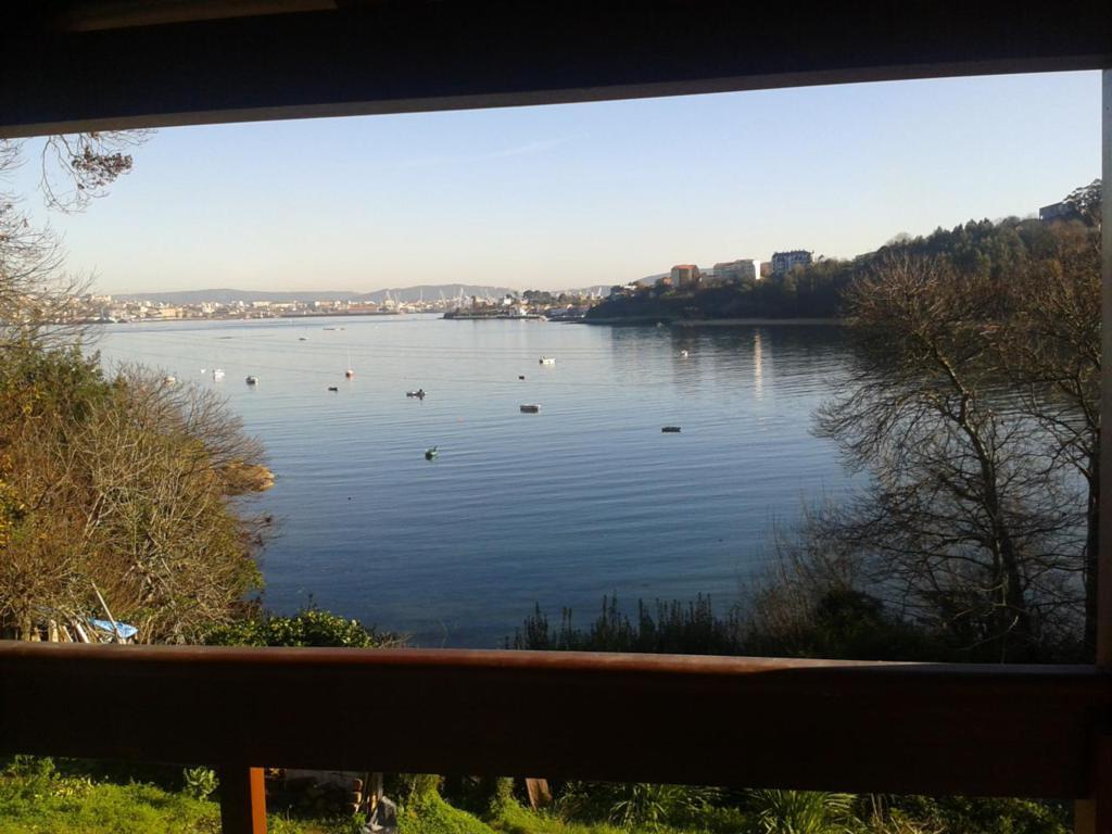 Vista de la ría de Ferrol y playa Bestarruza Mugardos