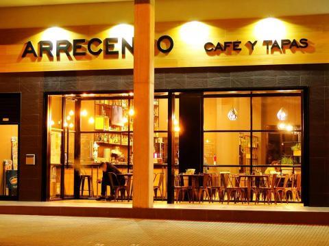 Reforma interior cafetería_Avenida Tarrío_Fene_Imagen fachada