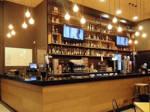 Reforma interior cafetería_Avenida Tarrío_Fene_Imagen interior barra