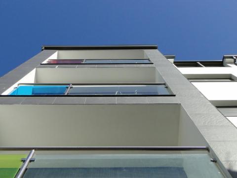 Edificio Cotellón 3_Obra nueva_Mugardos_Balcones tricolor