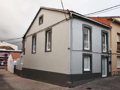fachada principal gris tonalidades forja blanca cables